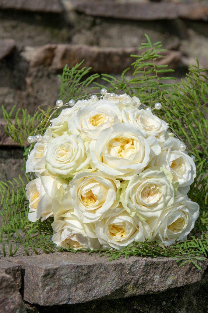 ramo de rosa blanca