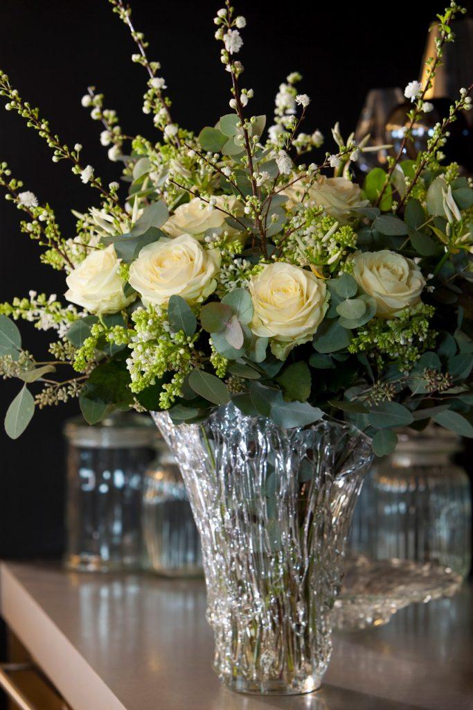 decoracion rosas blancas