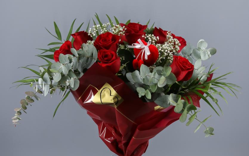 ramo de rosas rojas valentino